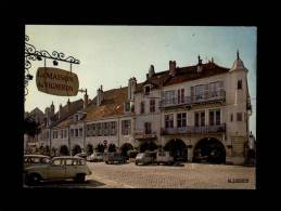 39 - LONS-LE-SAUNIER - Rue Du Commerce - Les Arcades - 39.300.49 - Renault - 4L - Lons Le Saunier