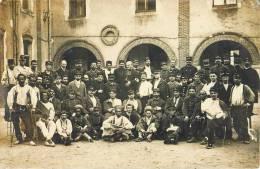 """CARTE PHOTO : TIRAILLEURS ZOUAVES POILUS BLESSES """"LES GUEULES CASSEES """" DE LA GRANDE GUERRE SEINE ET OISE - Regimenten"""