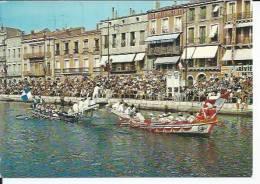 15560 - SETE - LES JOUTES SUR LE CANAL ET L´ENTREE DU PORT  ( Animées - PALAIS ORIENTAL ) CETTE - Sete (Cette)