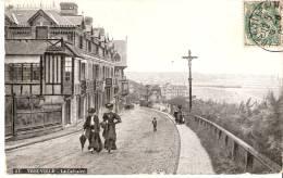 Trouville (Calvados)-1907?- Le Calvaire-Jolies Dames En Habits D´époque-Belle Vue Sur La Plage - Trouville