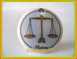 Clamecy ... Astrologie Médaillon.. Balance ... Ref AFF : 47-2002 ..(Boite 3) - Frühe Figuren
