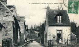 Domfront La Rue Du Pavé Et Le Vieux Château - Domfront
