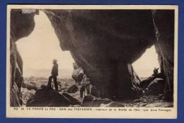 29 CLEDEN-CAP-SIZUN Baie Des Trépassés, Intérieur De La Grotte De L´Est, Les Deux Passages - Animée - Cléden-Cap-Sizun