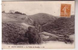 22 SAINT BRIEUC - La Vallée Du Gouédic - Au Loin Château Tour Carrée - édition LL 1930 N° 2 - Saint-Brieuc