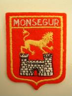 ECUSSON TISSUS BRODE  - MONSEGUR - GIRONDE - Blazoenen (textiel)