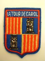 ECUSSON TISSUS BRODE  - LA TOUR DE CAROL - Blazoenen (textiel)
