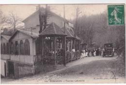 Très Belle Et Très Rare CPA 92 : ROBINSON - Pavillon Lafontaine ( Photo De Groupe Avec Automobile ) - Le Plessis Robinson