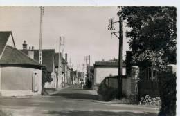 28 - LES BAS BUISSONS - La Grande Rue - Francia