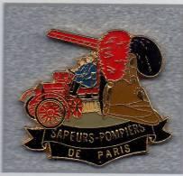 Pin´s  Sapeurs  Pompiers  De  PARIS  Avec  Véhicule  Ancien - Firemen