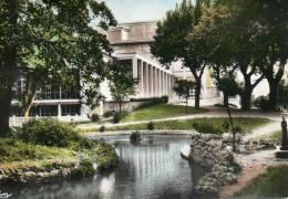 NARBONNE - Aude _ Les Jardins,la Piscine,le Palais Du Travail Et Du Sport. - Narbonne