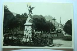 D 65 - Lourdes - Saint Michel Et La Basilique - Lourdes