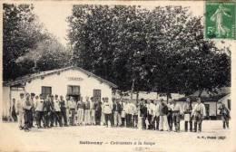 CAMP DE SATHONAY - Cuirassiers A La Soupe (54984) - Autres Communes
