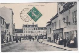 Très Rare CPA 92 : SURESNES - Place Trarieux - Suresnes