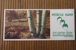 Buvard Publicitaire Pétrole Hahn PETROLE HAHN Produit Entretien,hygiène Et La Santé Des Cheveux -forêt, Bouleaux, Berger - Papel Secante