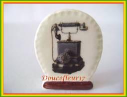 Clamecy ... Télephone D'Antan .. N°4 Bordure Dentelée ...Ref AFF:62-2005 ..(boite 3) - Frühe Figuren