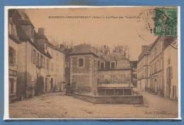 03 - BOURBON L´ARCHAMBAULT --  La Place Des Trois Puits - Bourbon L'Archambault