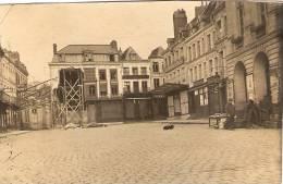 Photographie Ancienne D'Arras En 14-18, Place Du Théâtre, Au Parapluie Rouge - Places