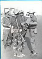 Israel.Ashdod.Sout District.Solgers.Photo 13X19 Cm. - Guerre, Militaire