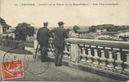 NEVERS ( Nièvre ) - AU JARDIN DE LA PLACE DE LA REPUBLIQUE -  1909 - Nevers