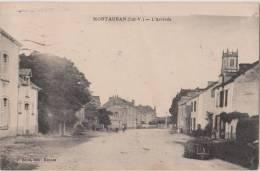 MONTAUBAN  DE  BRETAGNE  ( I. Et V. )  -  L´arrivée  -  Personnage Avec Une Brouette à Droite. - Other Municipalities