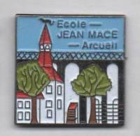 Superbe Pin´s  , Ville D' Arcueil , Ecole Jean Macé - Cities
