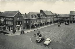 Schoten : Marktplein  (  Old Cars  VW Kever ) - Schoten