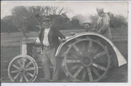 Personnes Sur Un TRACTEUR - CARTE PHOTO - Tracteurs