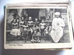 Azië Asia India School Boys Naked And With Signs On Head - India