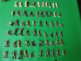 Lot De 61 Petites Figurines-plastique-a Peindre-soldat Militaire Etc.. - Starlux