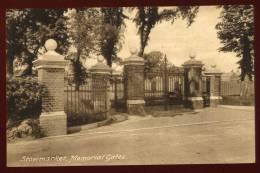 cpa  Angleterre Suffolk  Stowmarket , Memorial Gates    DUA4