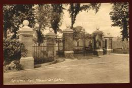 Cpa  Angleterre Suffolk  Stowmarket , Memorial Gates    DUA4 - Angleterre