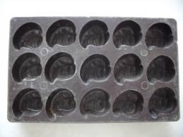 Moule A Croquettes En Bakelite Pour Griottes - Art Populaire