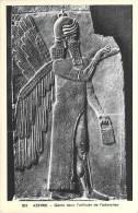 Aux Musées D´Europe -ASSYRIE Génie Dans L´attitude De L´adoration (2) (Assur)(Art Sculpture) Cpa *PRIX FIXE - Musées