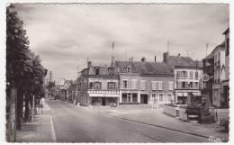 CPSM - MARINES (Seine Et Oise) - Place Ernest Peyron - Marines