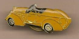 1 PINS Voirture Ancienne Jaune Décapotable - Pin's