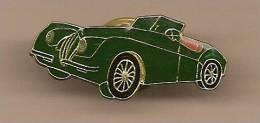 1 PINS Voirture Ancienne Vert Bouteille Interieur Rouge Décapotable. - Jaguar