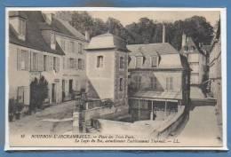 03 - BOURBON L´ARCHAMBAULT -- Place Des Trois Puits - Bourbon L'Archambault