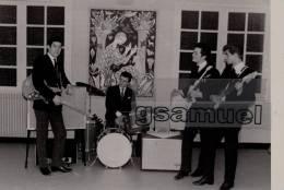 D-85 - Photographie Originale (11 Cm Par 7,5 Cm Env). - La Roche Sur Yon. Amicale Laïque - Les ROCKY BOYS - (Musiciens). - Photos