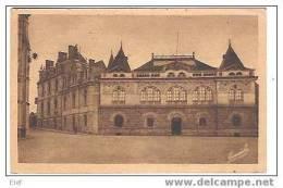 BEAUFORT-EN-VALLEE, Maine Et Loire ,Musée Et Caisse D´Epargne  ; TB - France