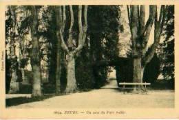 Feurs   27          Un Coin Du Parc Pulbic    . - Feurs