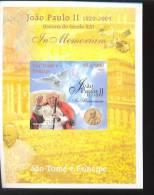 SAO TOME   2005 -1 MINT NEVER HINGED SOUVENIR SHEET OF POPE JOHN PAUL II - Christendom