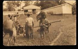 CAMEROUN DIVERS / Trager Vor Der Faktorei / - Cameroun