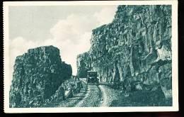ISLANDE BINGVELLIR / (Une Route dans les Rochers) /
