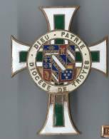 Insigne Religieux/Bronze Cloisonné émaillé/ Diocése De TROYES/ Croix Latine Maltée/Vers 1925-1935         CAN95 - Religion & Esotérisme