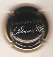 CAPSULE DE MUSELET CHAMPAGNE PALMER ET CO  REIMS ( Blanc Et Or Sur Noir Contour Or) - Palmer