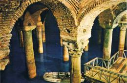 ISTANBUL Ve SAHESERLERI - Yere Batan Sarayi / The Underground Cistern / La Citerne Basilique, Une Barque Et Les Colonnes - Turkey