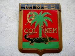 ANCIENNE PLAQUE DE CALANDRE EMAILLEE ANNEE 1950 NIMES 30 DRAGO PARIS