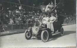 """34Ch    04 Digne Carte Photo Du Corso """"chapeau 1900 Et ...voiture""""  Tacot (photographe Barou) - Digne"""