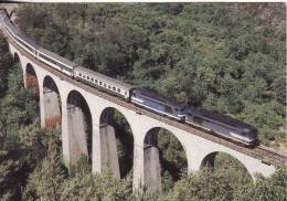 CF 68  Train, Locomotive, Autorail , Le Cevenol Tracté Par Une UM B67400 Franchit Le Viaduc De Malautière - Villefort