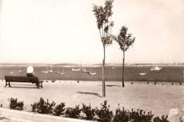 L'aberwrach-promenade Du Port - France